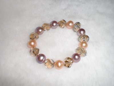 Natural freshwater pearl and crystal bracelet