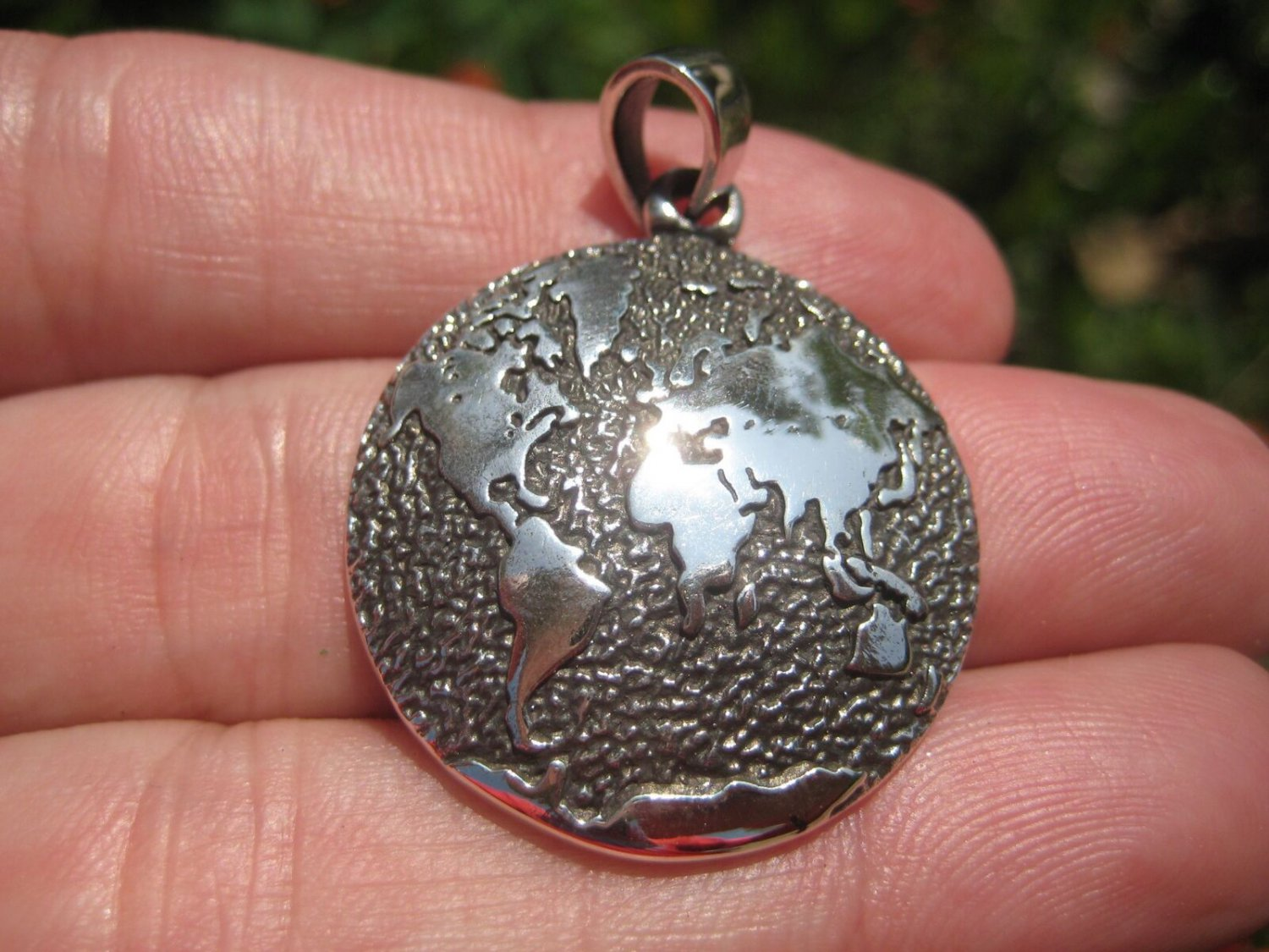 925 Silver World Map Globe Pendant Necklace A46