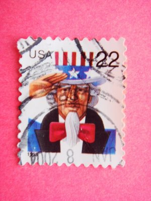 United States 22 cent Postage Stamp with Uncle Sam saluting on it 1998