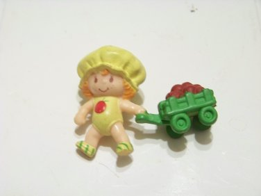 Apple Dumpling Strawbery Shortcake figurine pulling a green apple wagon 1982