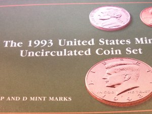 """1993 U.S. Mint Set. Original Packing, """"P"""" and """"D"""" UN-Circualted Coins."""