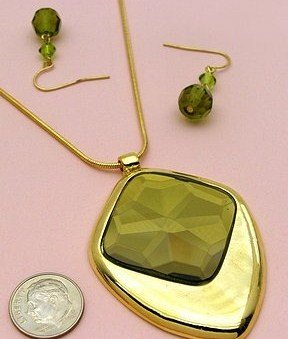 Flirty Emerald Green/Gold Necklace and Earring Set