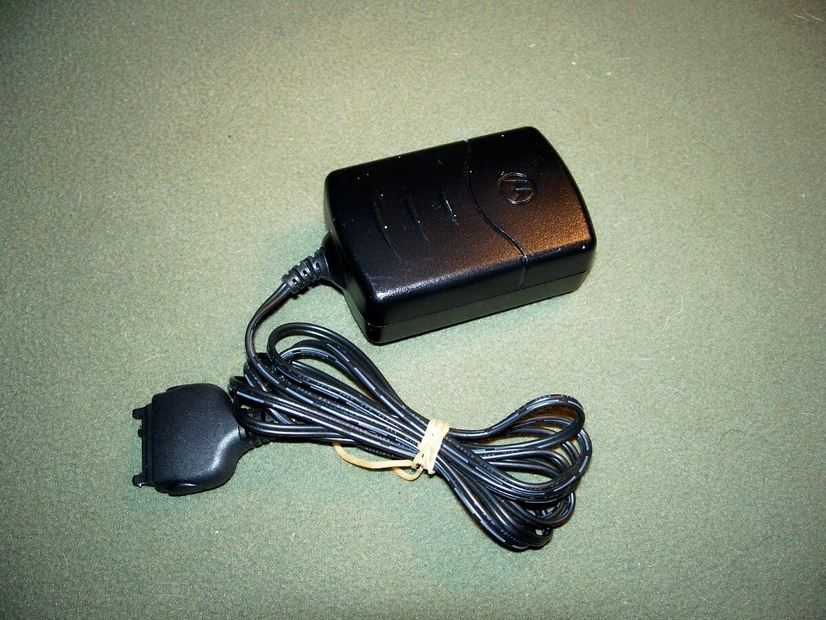 MOTOROLA PSM4940D AC DC ADAPTER 9V 400mA CELL PHONE CHARGER