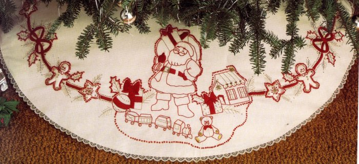 RARE RED & WHITE & GOLD SANTA AND TOYS CANDLEWICKING CHRISTMAS TREE SKIRT CREWEL EMBROIDERY KIT