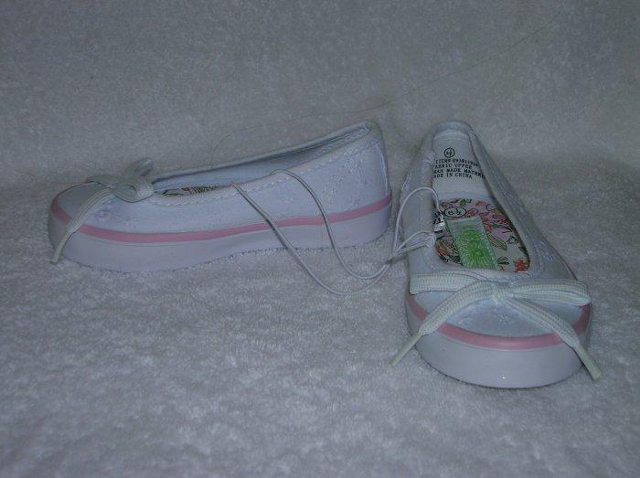 Circo Luisa Girl's White Slipons Size 6 1/2