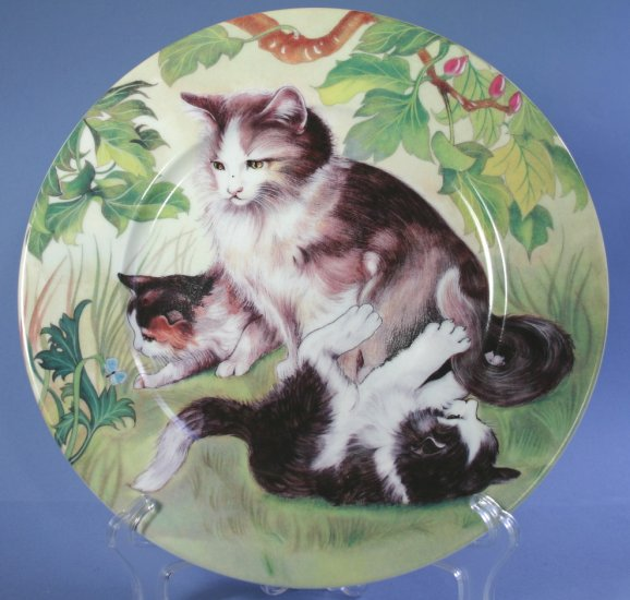 Email De Limoges hand-decorated Plates - Cat with Two Kittens Playing