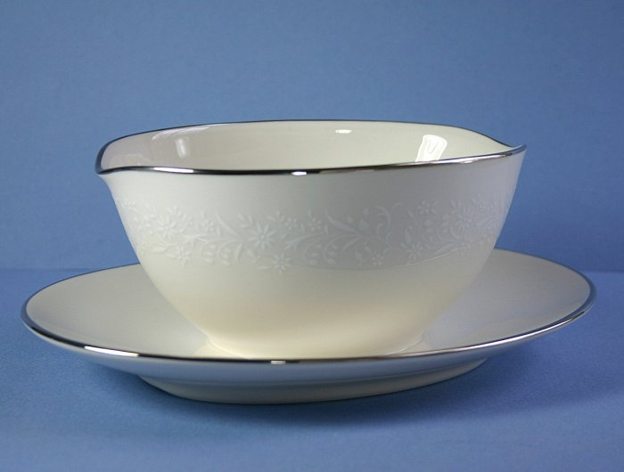 Noritake Lorelei Gravy Boat with Attached Underplate
