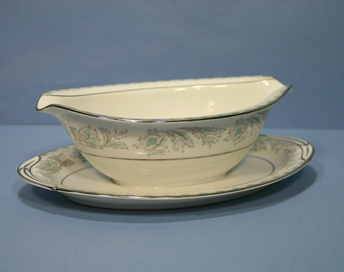 Noritake Belmont Gravy Boat with Attached Underplate