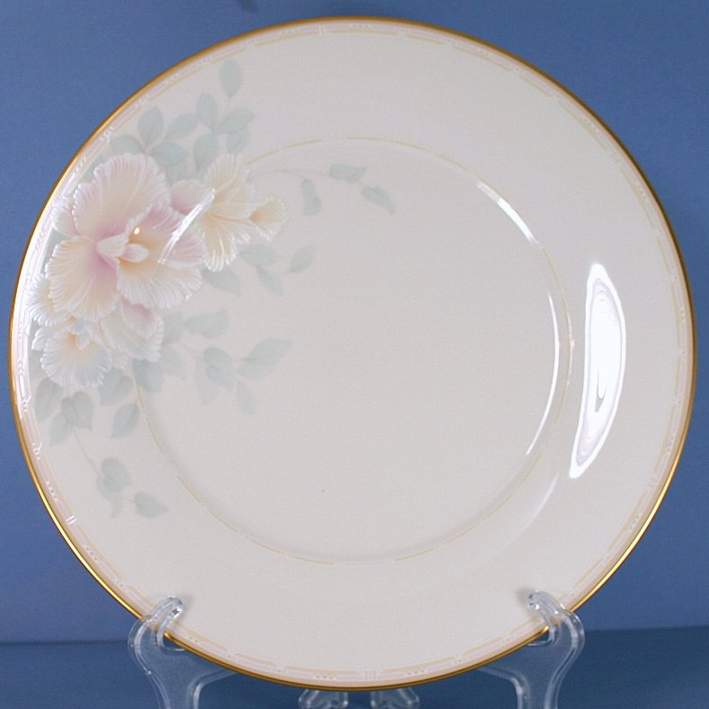 Noritake Sweet Surprise Dinner Plate