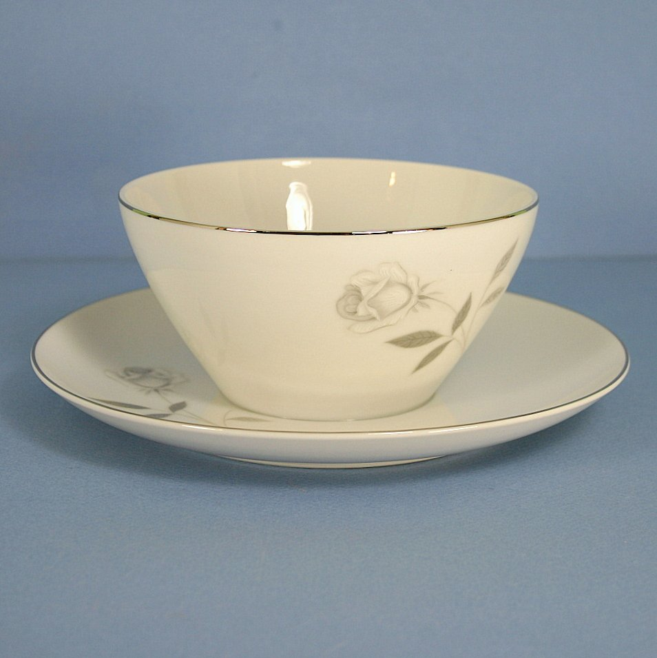 Mikasa Carla Gravy Boat With Attached Underplate