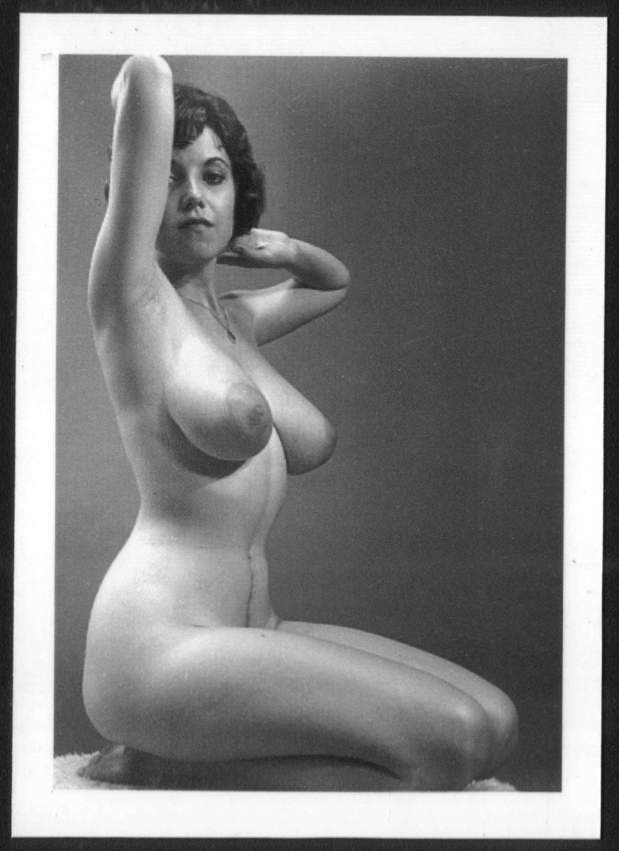 julia-will-be-nude