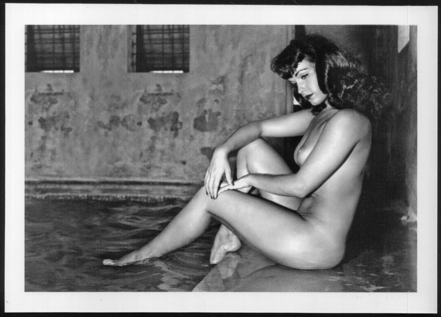 BETTY PAGE TOTALLY NUDE SEXY SEXY POSE NEW REPRINT 5X7  #650