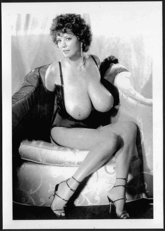 Diane Poppos Topless Nude Ogromne prsi New Ponatis Foto-7668