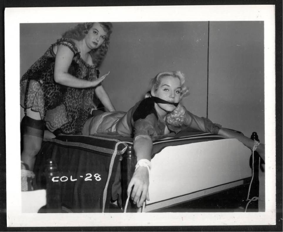2 BLONDE FETISH BONDAGE MODELS VINTAGE ORIGINAL IRVING KLAW PHOTO 4X5 #COL 28