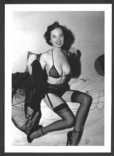 MARGE MELLOR TOPLESS HUGE BREASTS BRA POSE NEW REPRINT 5X7  #19