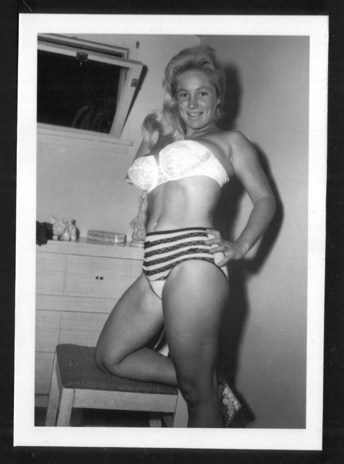 VIRGINIA BELL BUSTY IN WHITE BRA PANTIES POSE NEW REPRINT 5 X 7 #77