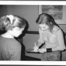 TORI AMOS SIGNS AUTOGRAPHS FOR FAN REPRINT PHOTO 5X7 TA-3