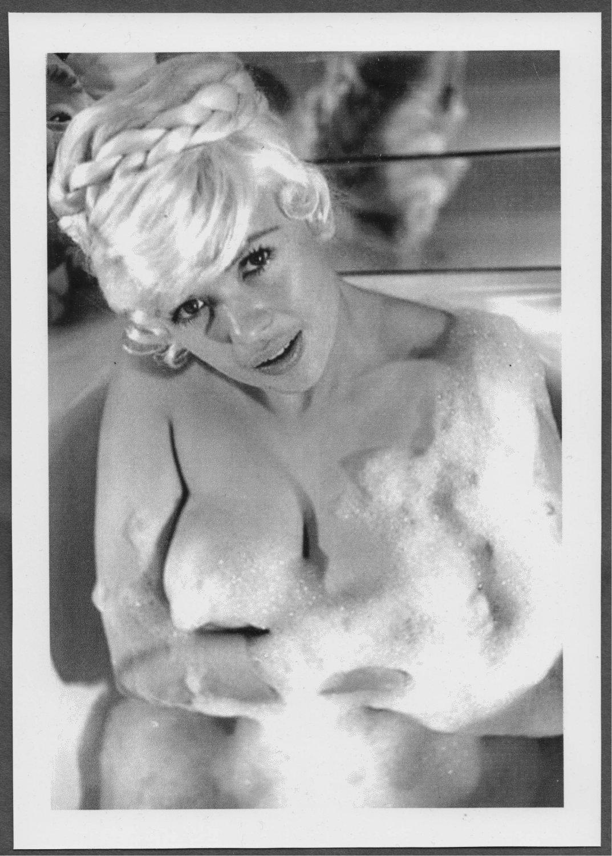 JAYNE MANSFIELD HUGE BOSOMY BATHTUB POSE REPRINT PHOTO 5X7 #142