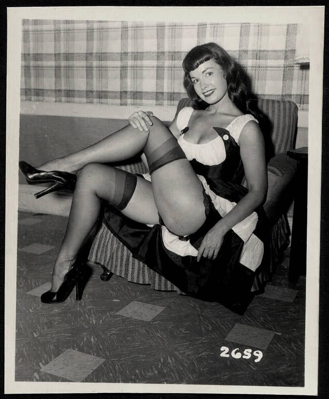 BETTY PAGE BOSOMY BOSOMY POSE VINTAGE PHOTO 4X5 #2659