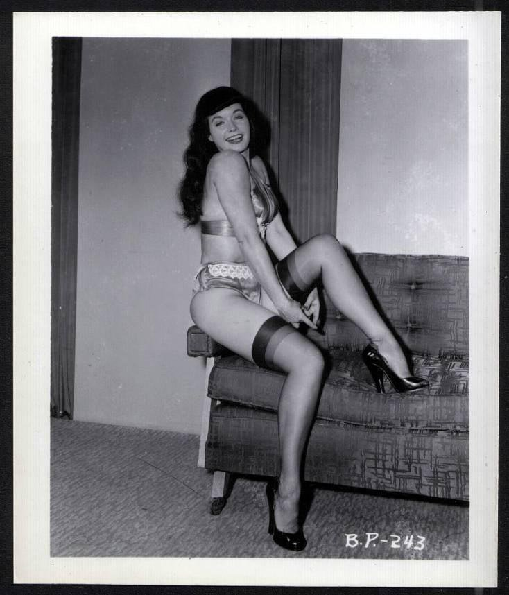 BETTY PAGE BOSOMY BUSTY POSE IRVING KLAW VINTAGE PHOTO 4X5 BP-243