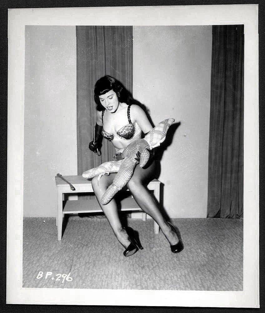 BETTY PAGE LEGGY POSE IRVING KLAW VINTAGE PHOTO 4X5   BP-296