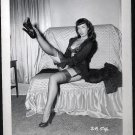 BETTY PAGE CHEEKY LEGGY POSE IRVING KLAW VINTAGE PHOTO 4X5  #2654