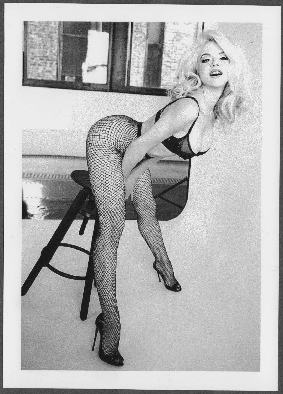 SEXY GORGEOUS BLONDE MODEL BUSTY BOSOMY BLACK BRA POSE 5X7 REPRINT #007