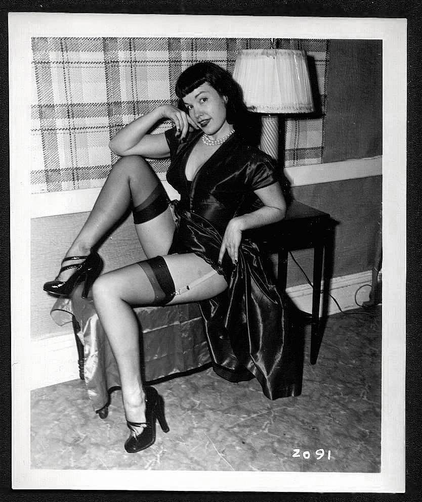 BETTY PAGE BLACK LEATHER DRESS POSE IRVING KLAW VINTAGE PHOTO 4X5 #2091
