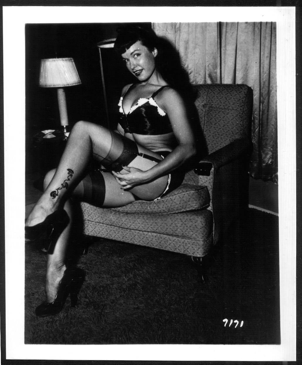 BETTY/BETTIE PAGE VINTAGE IRVING KLAW PHOTO 4X5  #7171