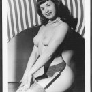 BETTY PAGE TOTALLY NUDE LARGE BREASTS COOL SEXY POSE 5x7 REPRINT BP-820