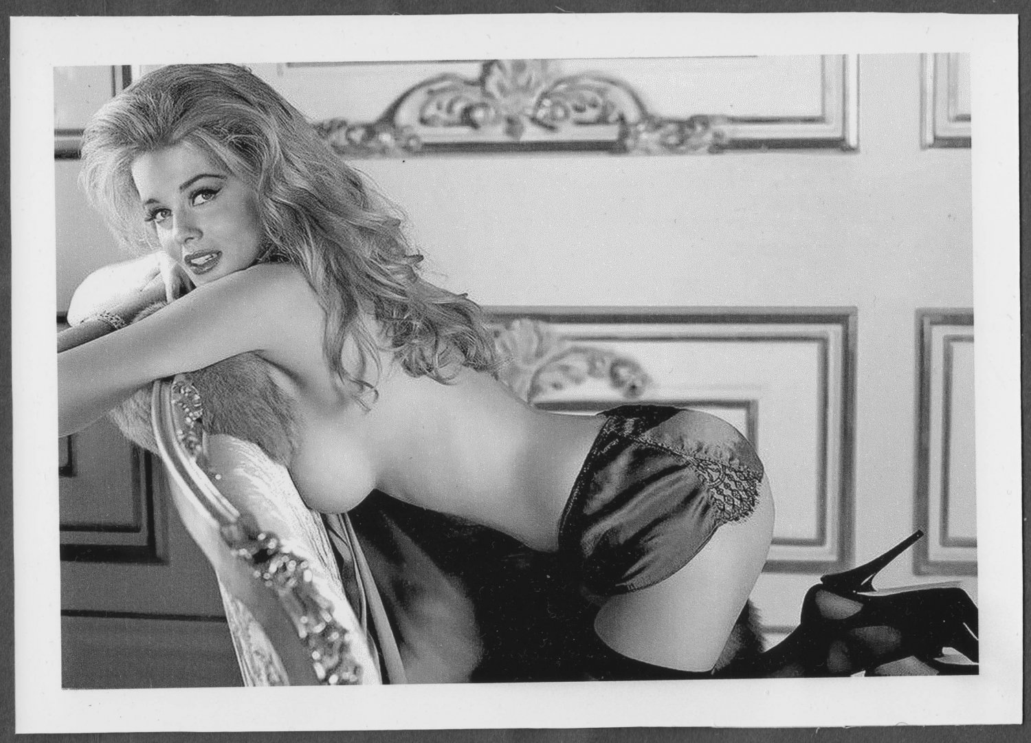 ACTRESS ANN MARGRET TOPLESS BUSTY BOSOMY SIDEVIEW POSE 5X7 REPRINT #36