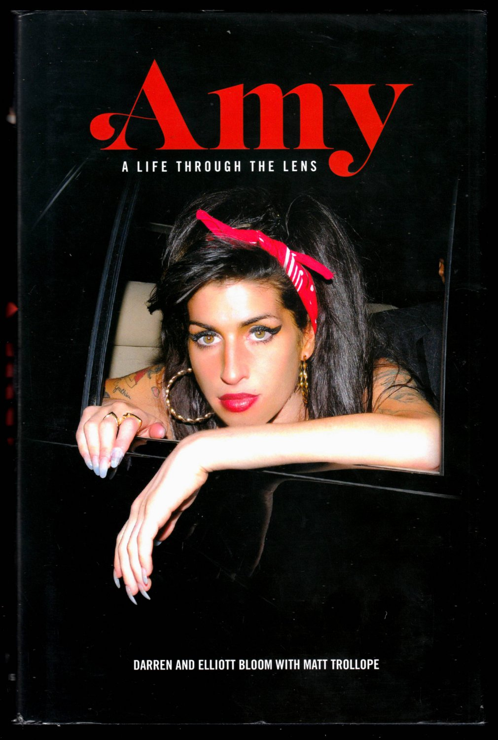 AMY WINEHOUSE: A LIFE THROUGH LENS BY DARREN AND ELLIOT BLOOM 2016 N.MINT
