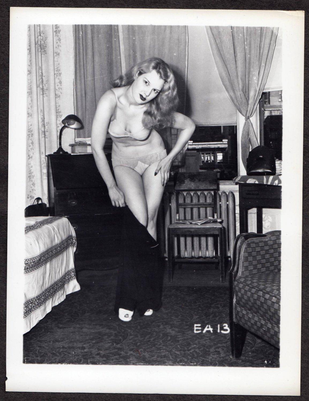 FETISH MODEL ELIZABETH ARCHER IRVING KLAW VINTAGE ORIGINAL PHOTO 4X5 1950'S #13