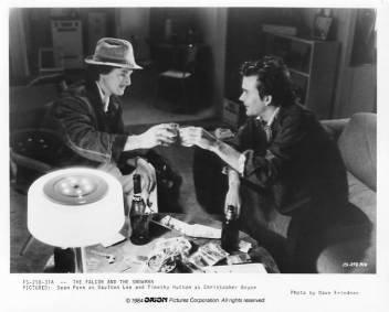 THE FALCON AND THE SNOWMAN Sean Penn, Timothy Hutton 8x10 movie still photo