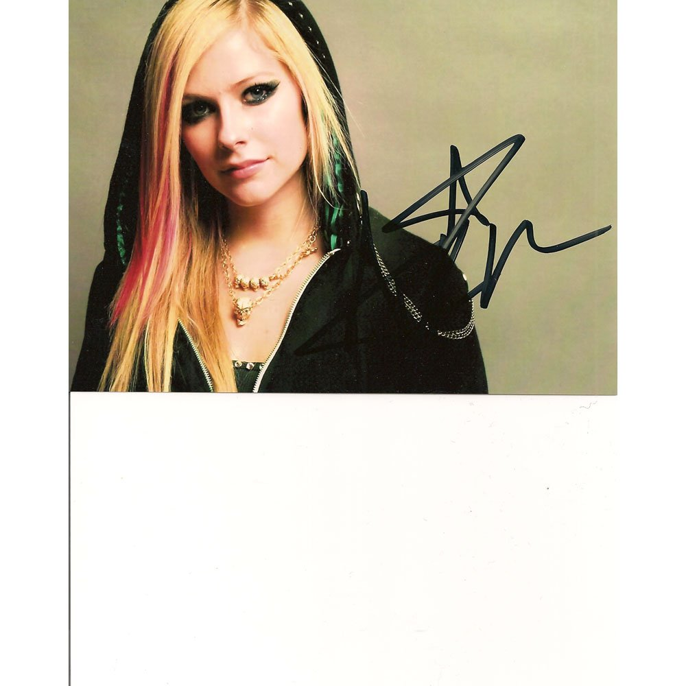 AVRIL LAVIGNE SIGNED 5x7 PHOTO + COA
