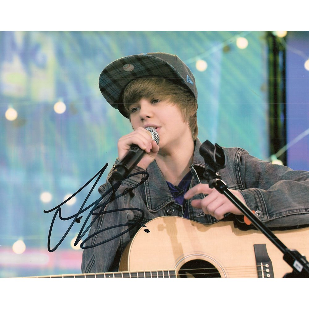JUSTIN BIEBER SIGNED 8 x 10 PHOTO + COA