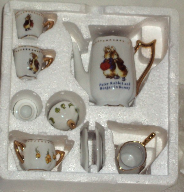 Peter Rabbit & Benjamin Bunny Beatrix Potter Child�s 10 Piece Mini Tea Set New in Box