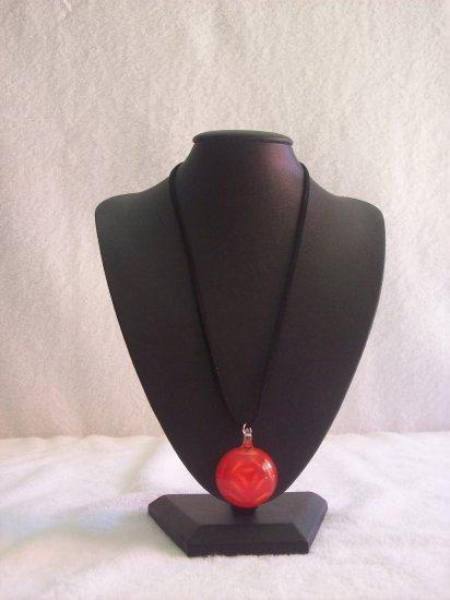 Round pendant, red