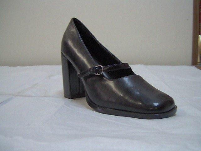 """ladies dress shoes, black cloth fabric,13/4"""" heel, size 10m, by saugus"""