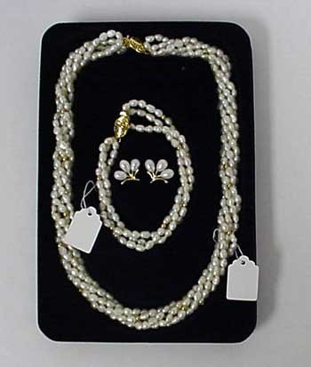 Beautiful Genuine Pearl Necklace & Bracelet & Earring Set - Retail $149.95