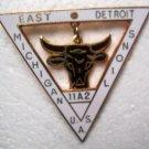 Lions Club Pin Vintage Dangling Bull Detroit Michigan Rare 11A2 Triangle