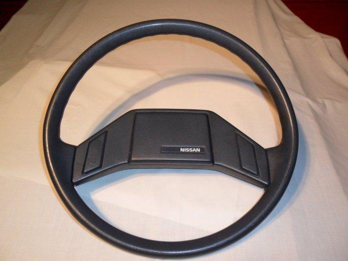 Nissan Pick-Up / Pathfinder Steering Wheel