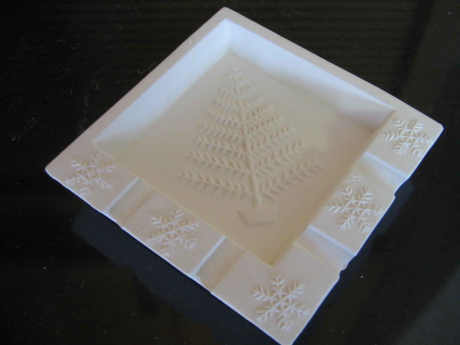 Holiday Ceramic Bisque Ash Tray Ready To Paint U Paint Ceramics