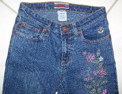 Z CAVARICCI GIRLS STRETCH JEANS WITH FLOWER STITCHING W25�XL29�