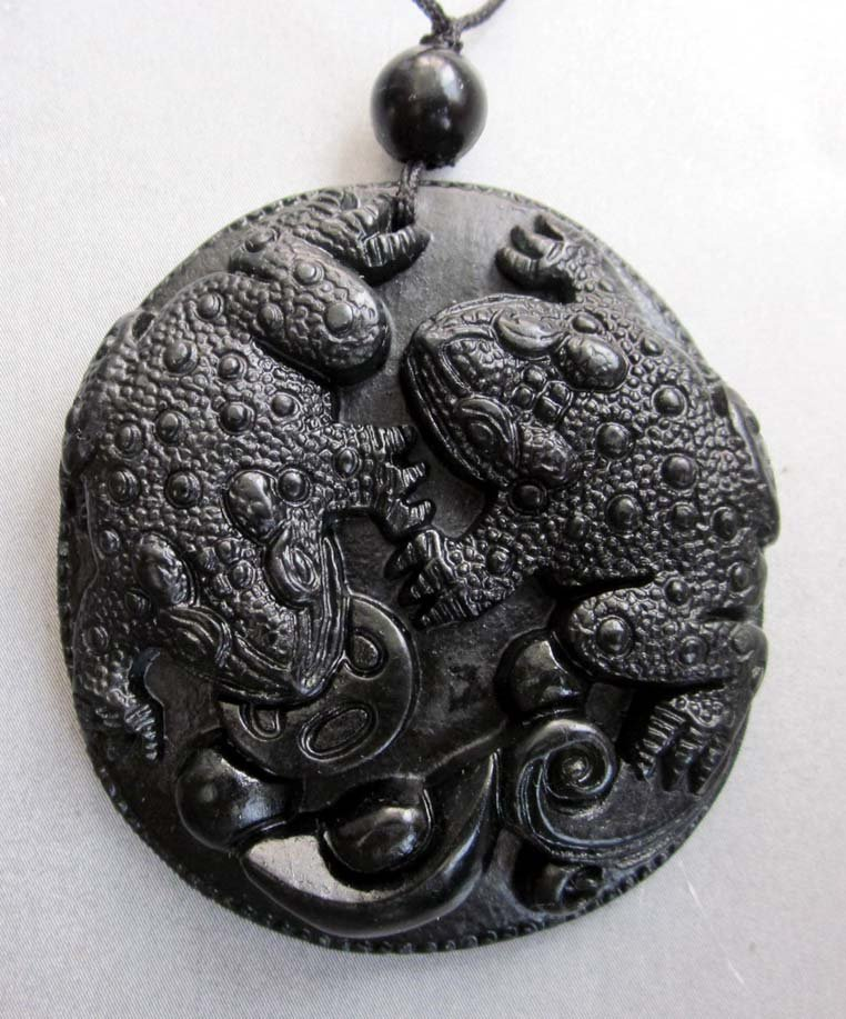 Black Jade Two Fortune Toads Coin Yuanbao Amulet Pendant  TH103