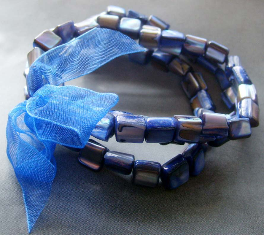 Blue Veins Sea Shell Beads Bracelet  T2053