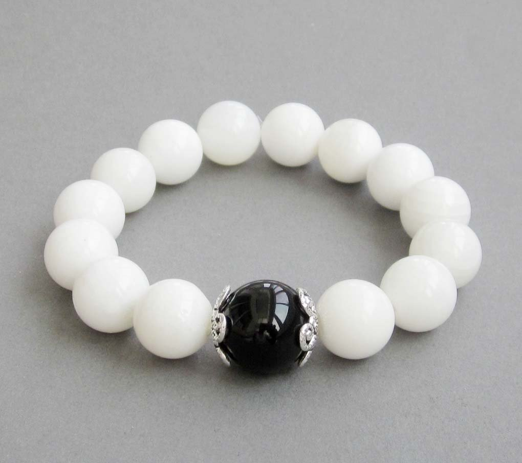 Black Agate And Sea Shell Beads Bracelet  T2852
