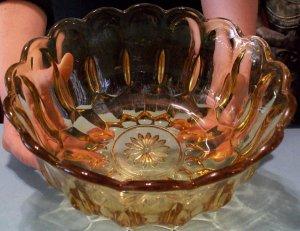 Vintage Amber Glass Fruit Bowl (Large)