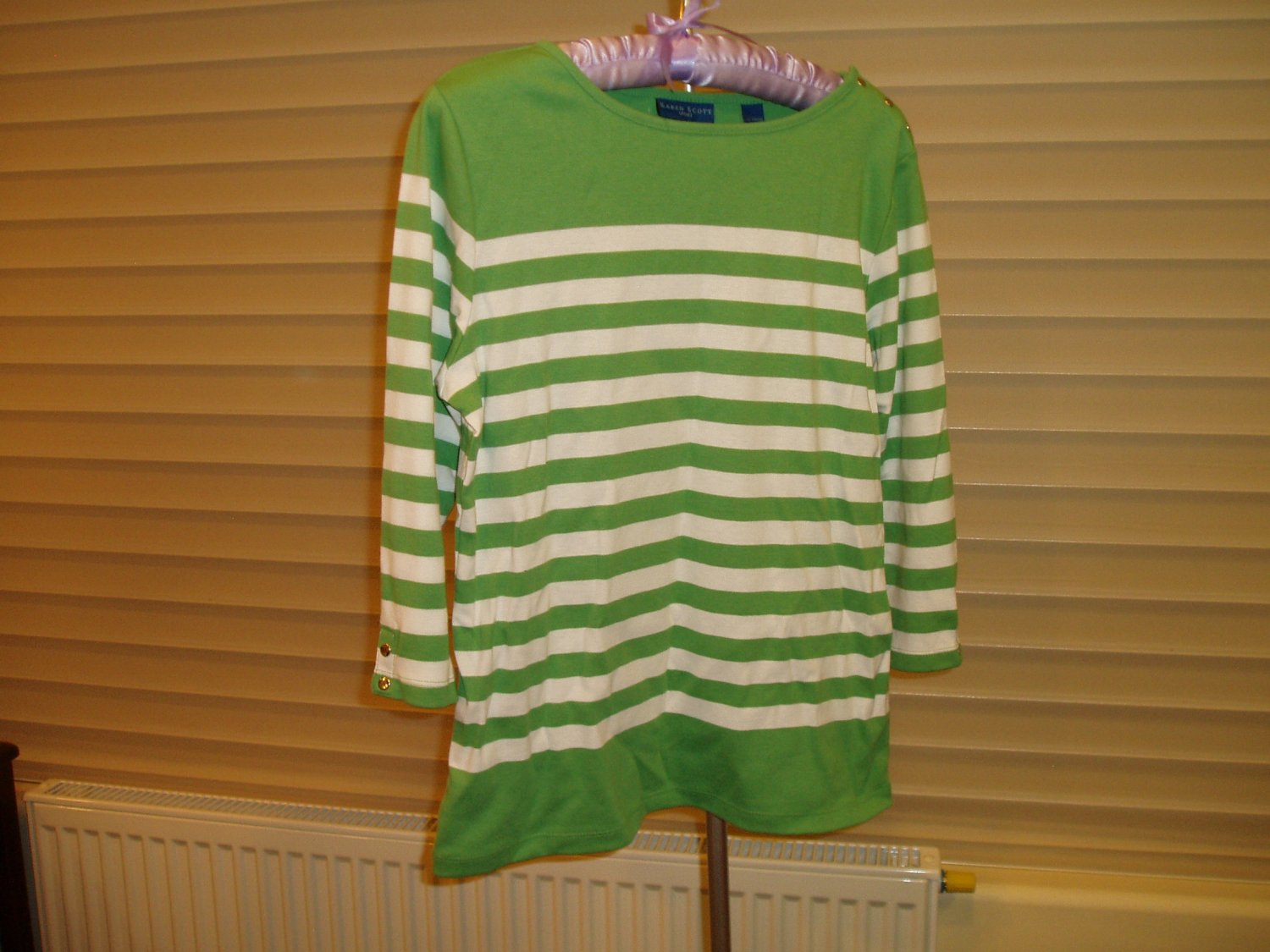 Green with white stripes sweater with 3/4 sleeve, size Small, S