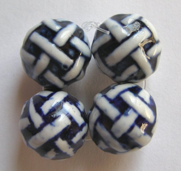 4 Porcelain Blue and White 14mm Round